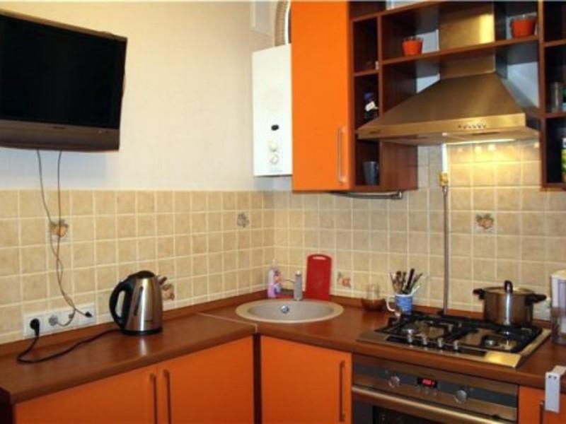 Кухни в хрущевке с колонкой дизайн малогабаритные 6 квм