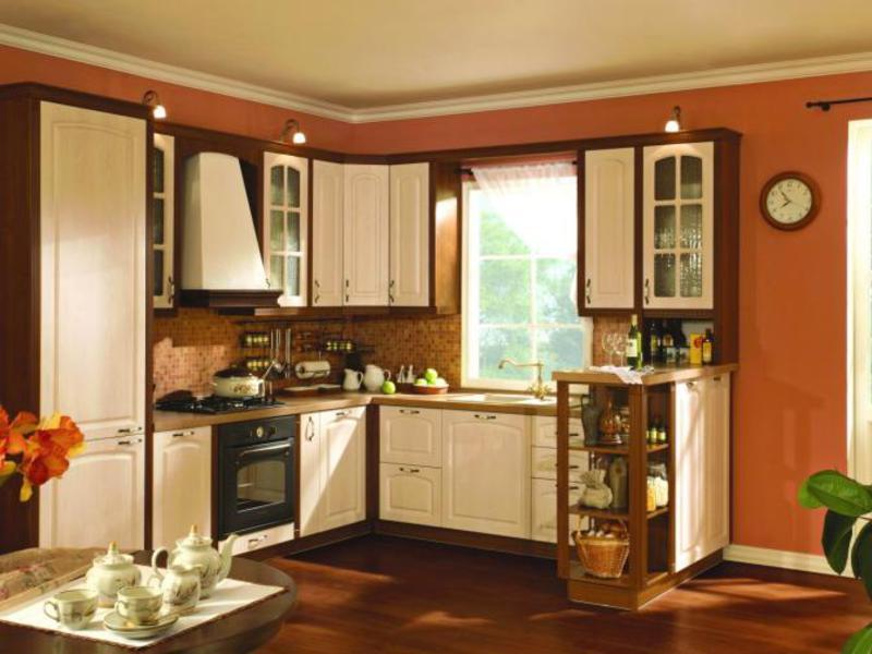 Дизайн кухни угловой по стене с окном