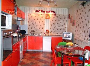как красиво скомбинировать обои на кухне фото