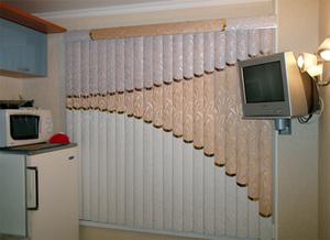 Вертикальные жалюзи на кухонное окно