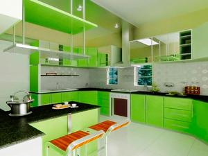 Зелено-яблочный цвет кухни