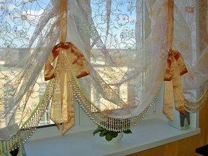 Нежные шторы на кухонном окне