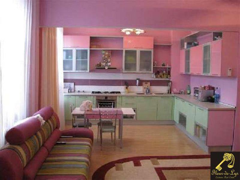 Дизайн гостиной-объединенной с кухней и столовой, и фото сов.