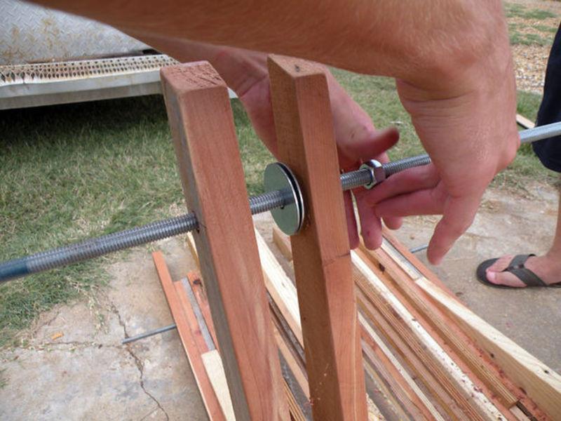 Как удлинить ножки стула своими руками 5