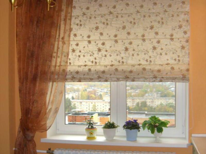 Выбираем римские шторы для кухни: фотогалереи удачных решени.